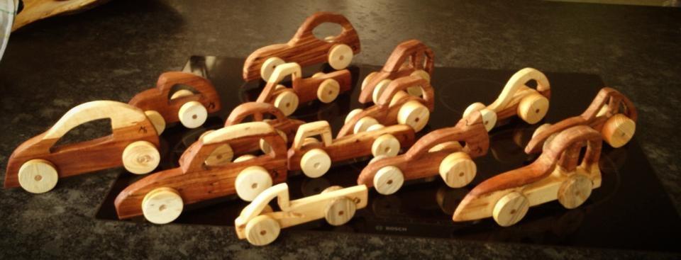 """Diverse Holzautos """"verkauft 2013/14/15"""""""