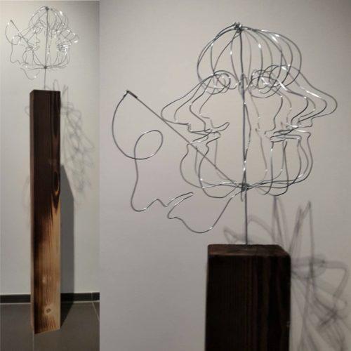 """Drahtskulptur """"Aussenseiter"""" (2017 geht an Schwerhörigenverein Nordwestschweiz Kurssaal Basel)"""
